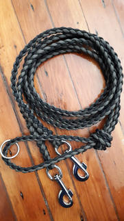 Braided paracord leash with extra length and hardware
