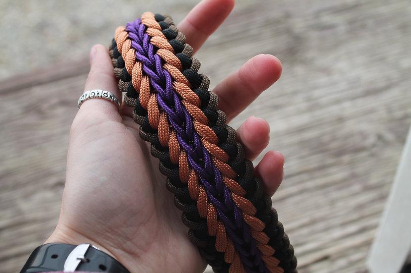 Medium weaved paracord collar