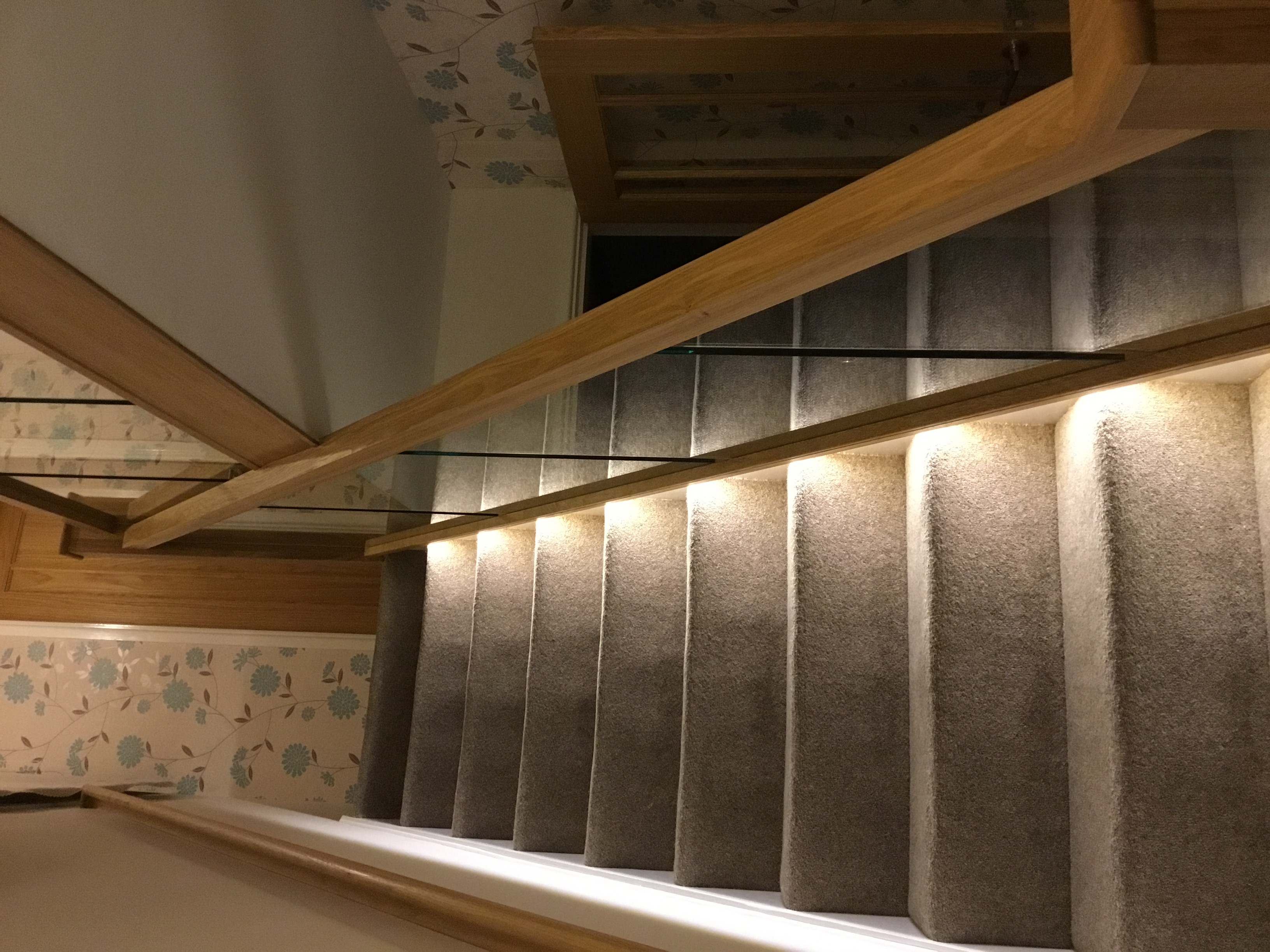 Oak staircase with glass balustraide