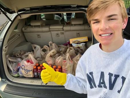 Adolescente inicia Zoom Food para ayudar a personas con alto riesgo de COVID-19