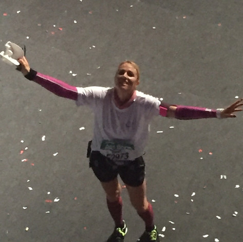 Zieleinlauf Frankfurt-Marathon. Damals der erste Spendenlauf unter Frankfurt-Marathon-Nellen