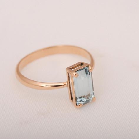 anillo oro rosa 18k con aguamarina
