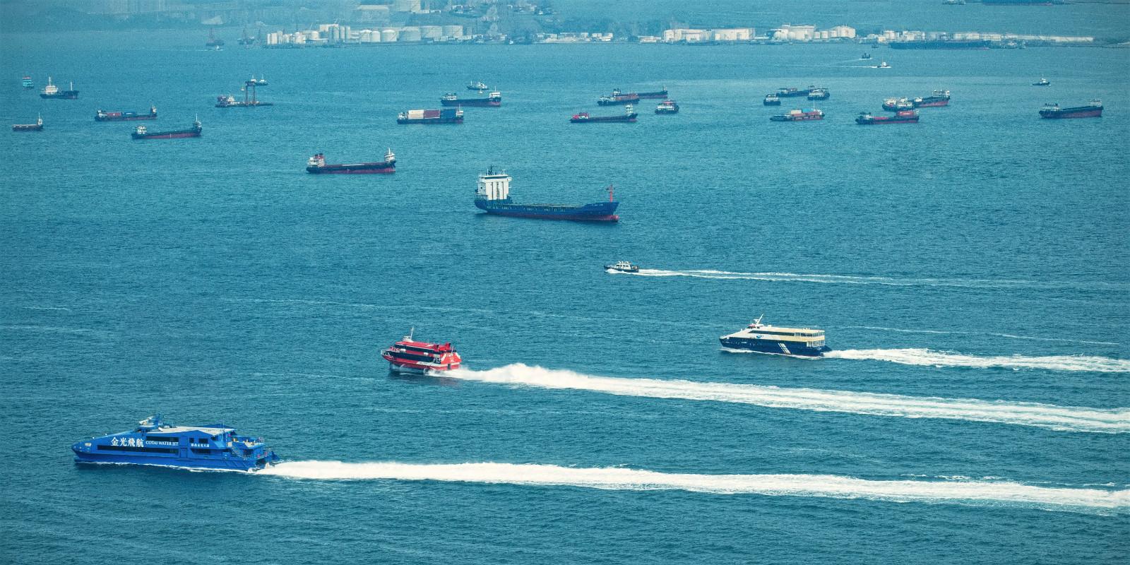 PDI - Hong Kong Heavy Traffic by Julian Maitland ( 7 marks)
