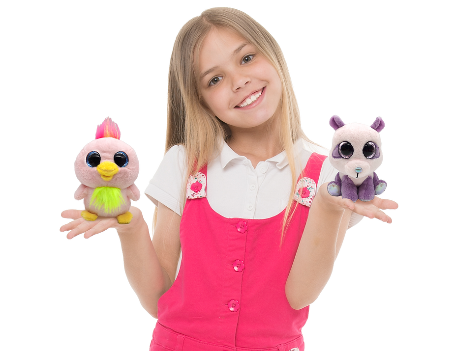Mini-Chocopals-girl-model-01.png