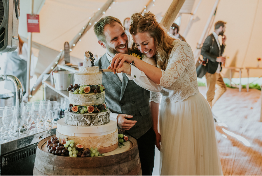 EXPERT TIPS TO CREATE THE ULTIMATE WEDDING CHEESE TOWER CAKE