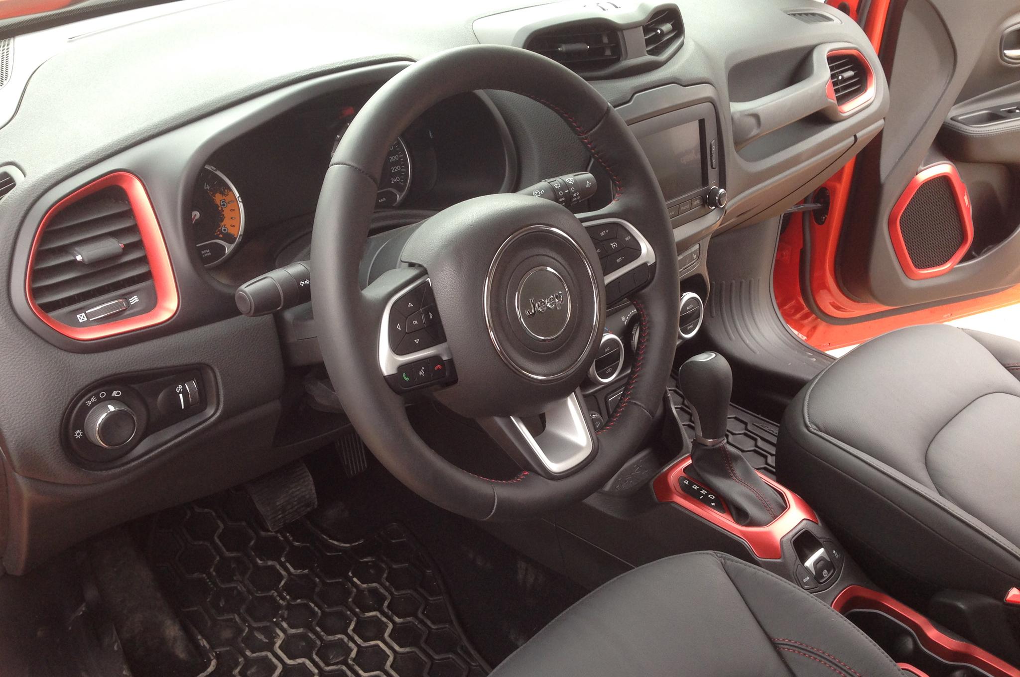 2015-jeep-renegade-dash
