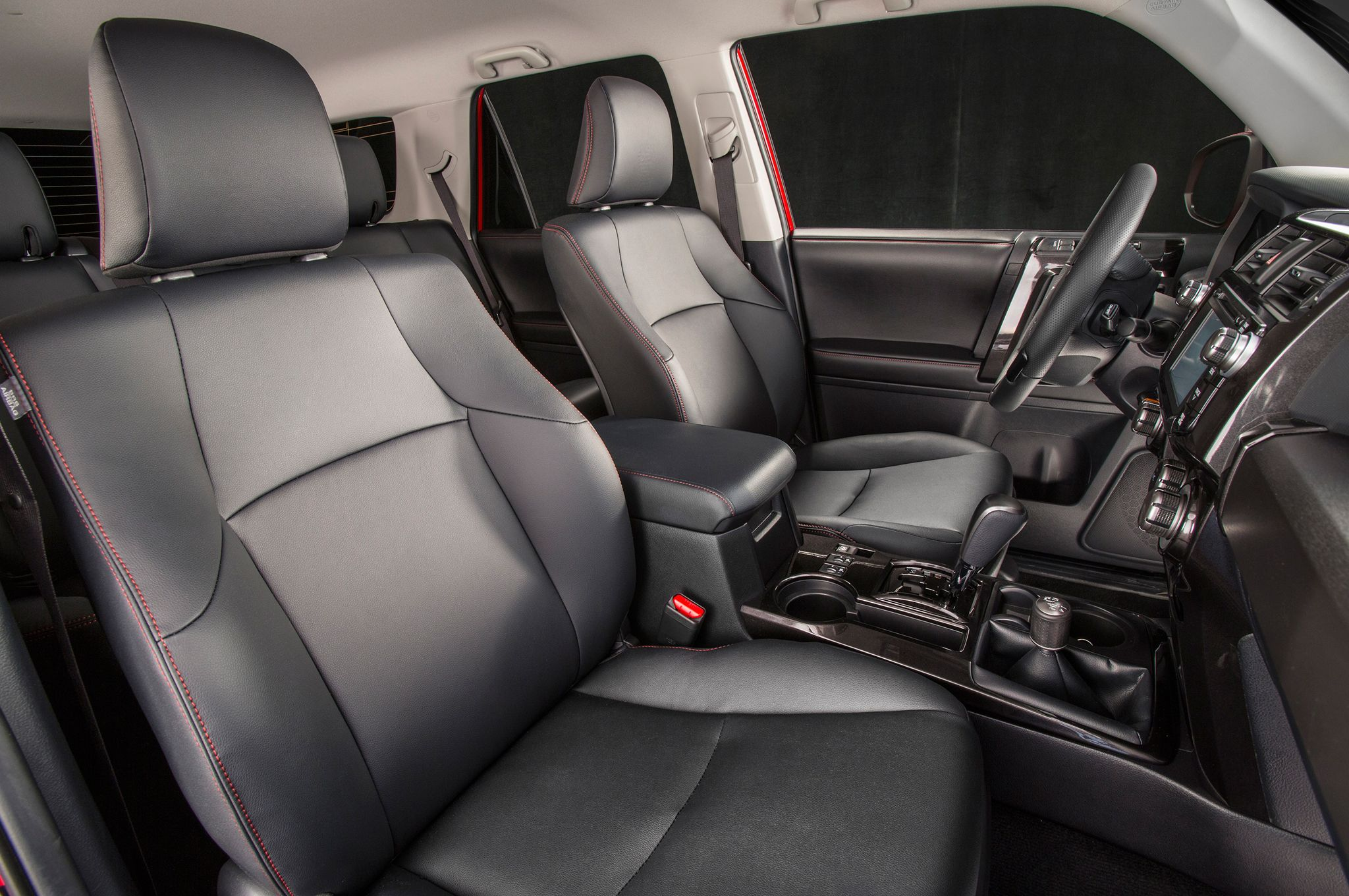 2014-toyota-4runner-trail-front-interior