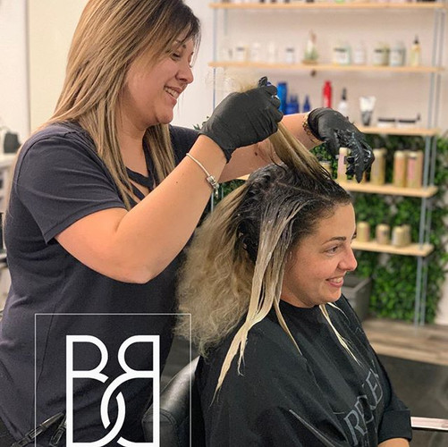 Votre coiffeuse Kristine en action!