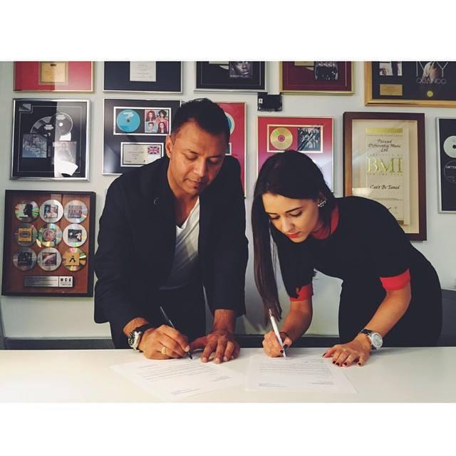 PD signing 2014.jpg