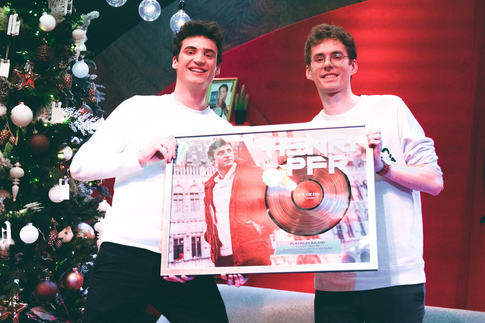 Platinum Award 'Until The End' Henri PFR X RAPHAELLA