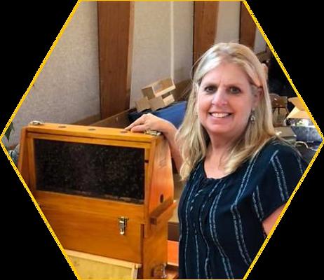 Kathy Carpineto beekeeper beek.png