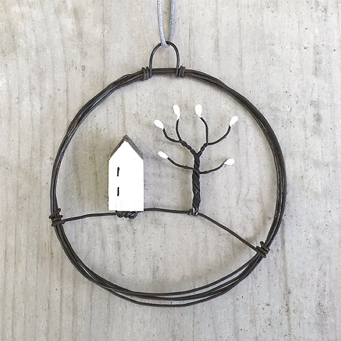 Sml hanging metal wreath-House & tree