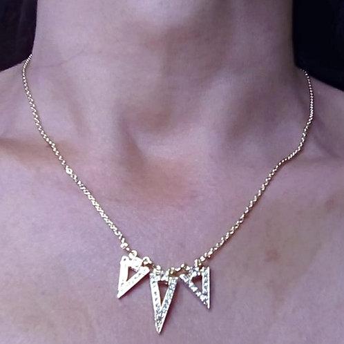 Colar Triângulos Pedrinhas
