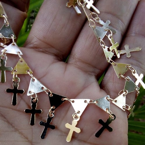 Pulseira Chapinhas Triângulo e Crucifixos