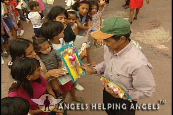 ANGELS+HELPING+ANGELS47_n.jpg