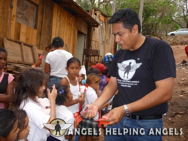 ANGELS+HELPING+ANGELS14_7631194_n.jpg