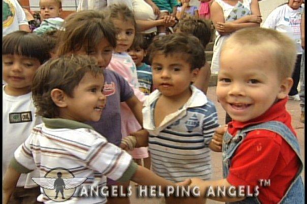 ANGELS+HELPING+ANGELS062_n.jpg