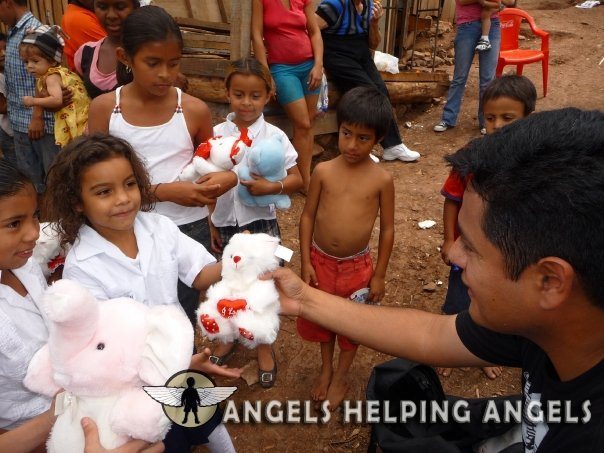 ANGELS+HELPING+ANGELS7157_n.jpg