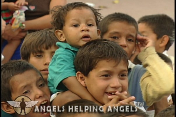 ANGELS+HELPING+ANGELS42_n.jpg