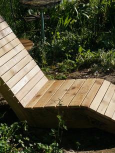 Chaise longue en chutes de bois de coffrage