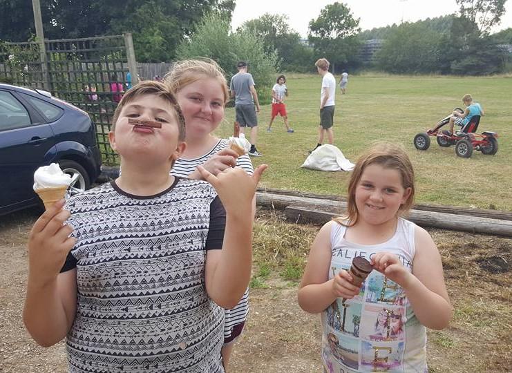 H5s - Ice cream van visit Jul 2017.03