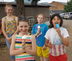 H5s - Ice cream van visit Jul 2017.04