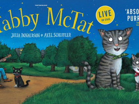 Relaxed performance of  'Tabby McTat' at The Stables
