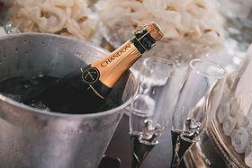 気球体験・イベントのウイニングバルーンクラブでは行っているFreeFlight体験オプションのシャンパンを1000円~用意