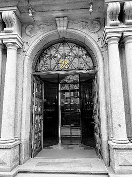 Den utsirade porten till Kungsgatan 28.