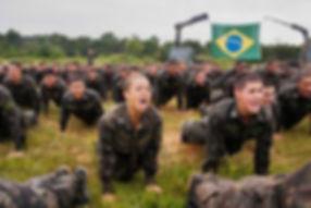 Atualmente as mulheres também podem prestar concurso para a EsPCEX e se tornarem Oficiais Combatentes  de Carreira.