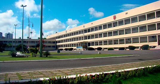 Vista frontal da Escola de Formação Complementar do Exército.