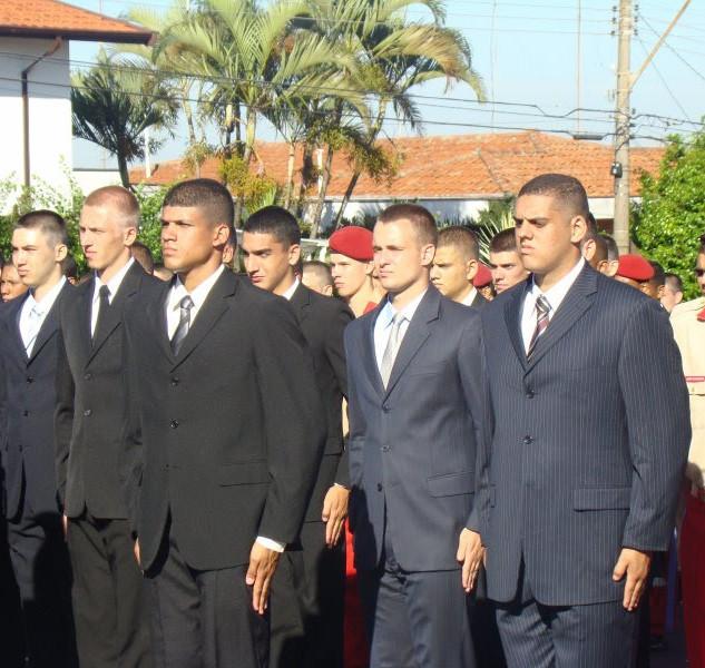 Cerimônia de entrada pelos portões