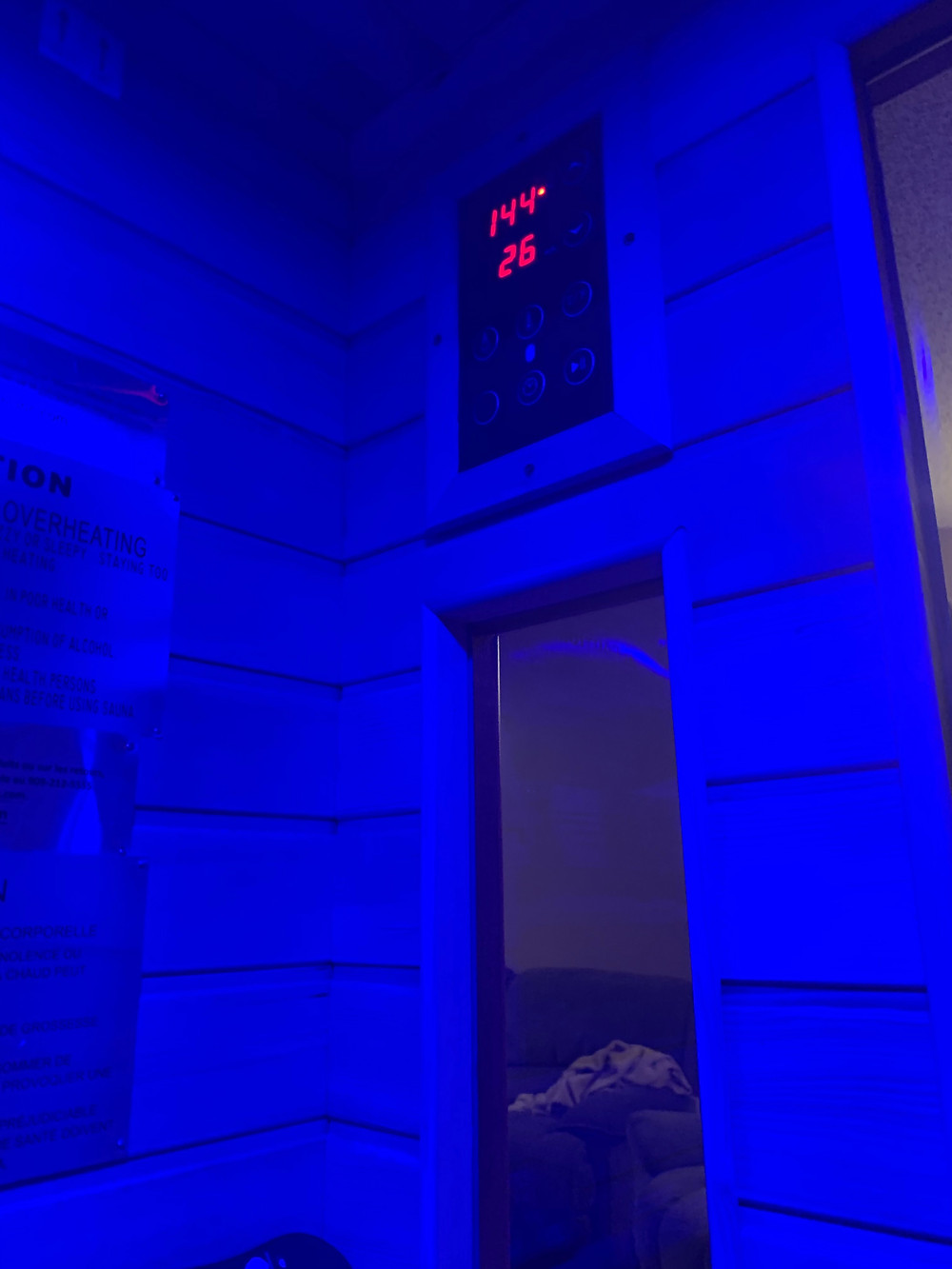 DYNAMIC SAUNAS AMZ-DYN-6106-01 Barcelona 1-2 Person Far Infrared Sauna - temperature