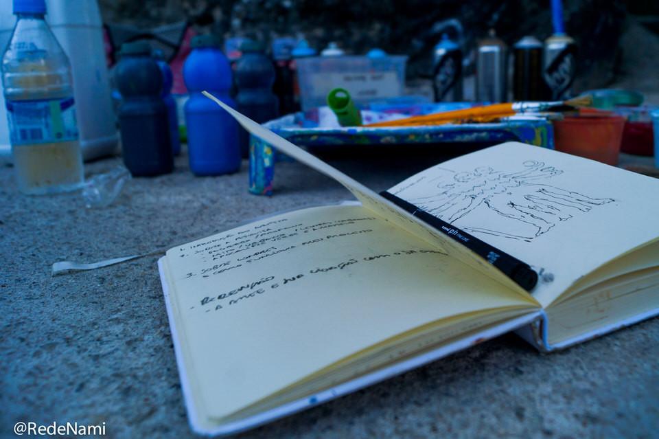Caderno de esboços de Edu de Barros, profeta da Igreja do Reino da Arte