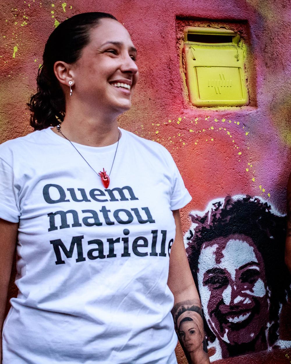 Monica Benicio após a reconstrução do graffiti de Marielle. Foto: Johnny Silvestre