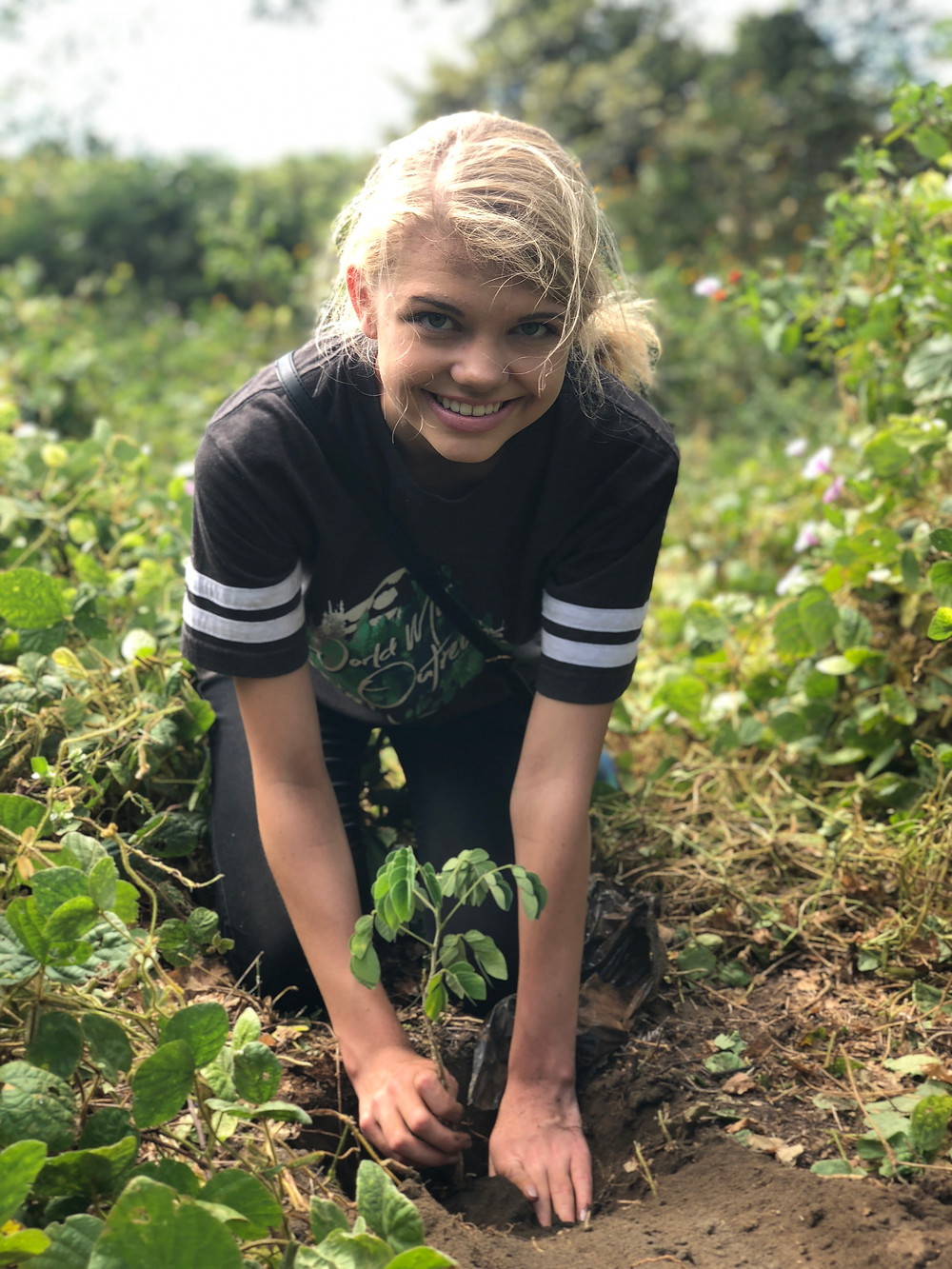 Jr Teen Miss Earth In plants 100 trees in Nicaragua