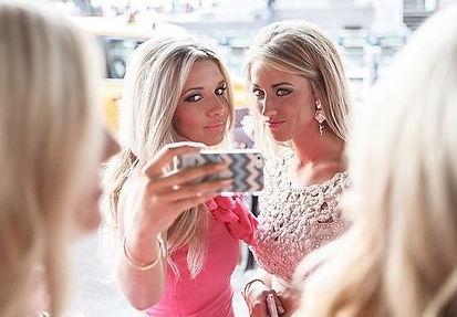 Best Friends in New York Selfie
