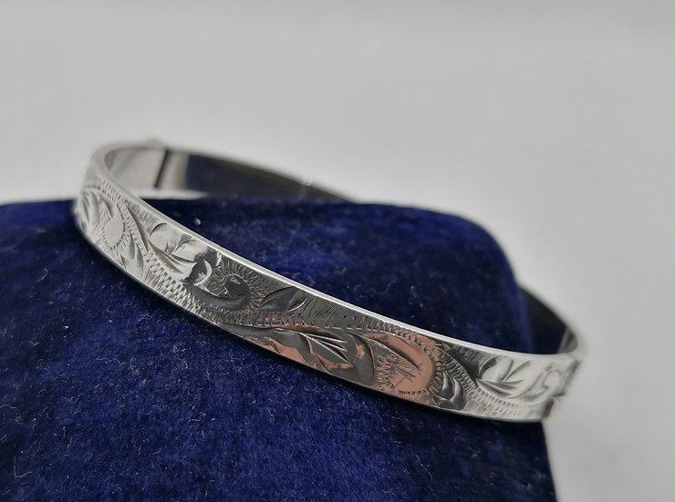 Lovely Vintage Solid Silver Bangle