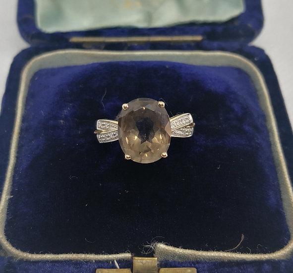 Beautiful 9ct Gold Ring with Smoky Quartz and Diamond