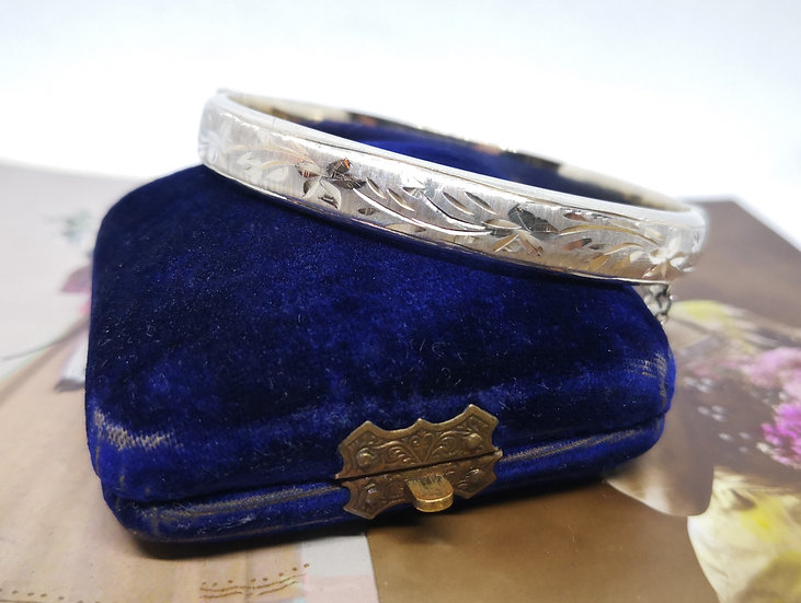 Sterling Silver Vintage Hinged Bangle