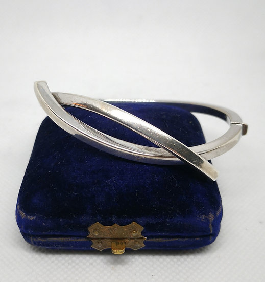 Gorgeous Sterling Silver Hinged Bangle