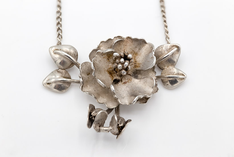 Gorgeous Sterling Silver Flower Necklace
