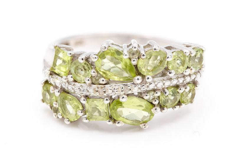 Stunning Silver and Peridot Chunky Ring