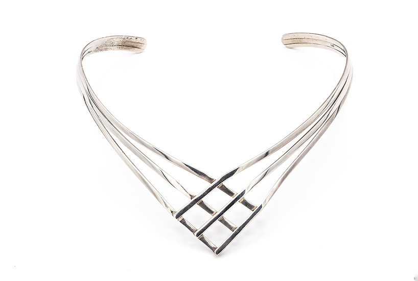 Beautiful 925 Silver Criss Cross Torc Necklace