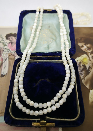 Vintage Small Mother of Pearl Bead Necklace