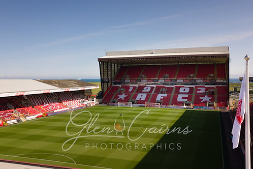 Pittodrie Matchday Flag Print