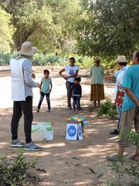 Capacitaciones sobre purificación del agua a comunidades sin acceso al agua potable.