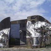 時と心のあいだBetween the time and heart 2007  stainless steel ,acrylic  h27×51×20cm.jpg