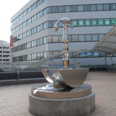 川越駅前西口 時間のハーモニー  Harmony of  time  2012  stainless steel h 162×120×120cn.JPG