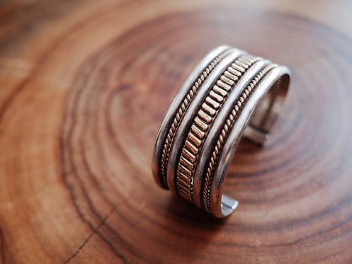 Vintage Navajo Bangle - Type 60